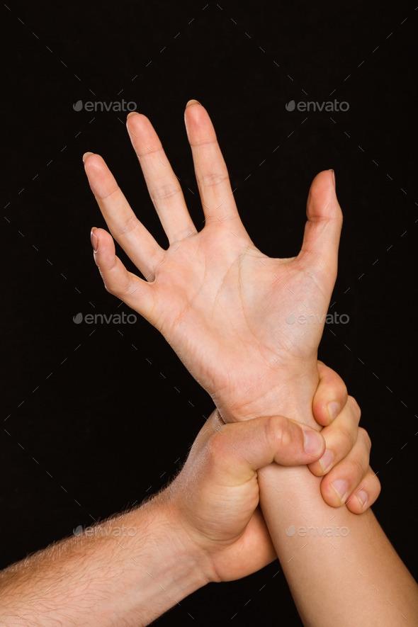 Она схватывала мою руку своею горячею рукой