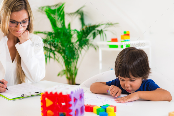 Child psychology, preschooler doing test with didactic cube Stock ...
