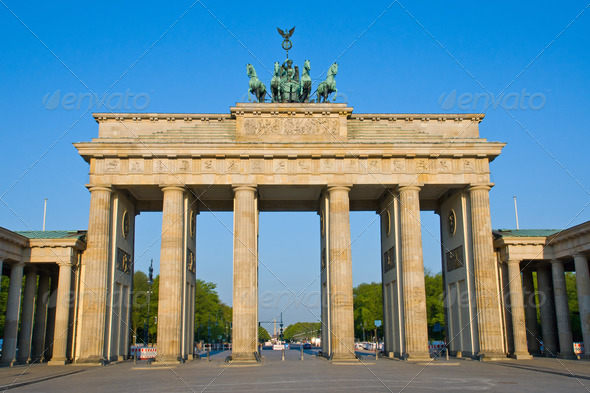 Brandenburger Tor in the early morning sun - Stock Photo - Images