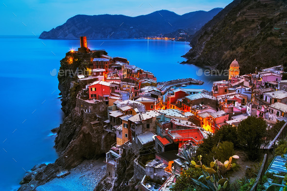 Vernazza village, aerial view on sunset. Cinque Terre, Ligury, I - Stock Photo - Images