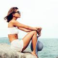 Summer fashion woman posing on ocean seashore