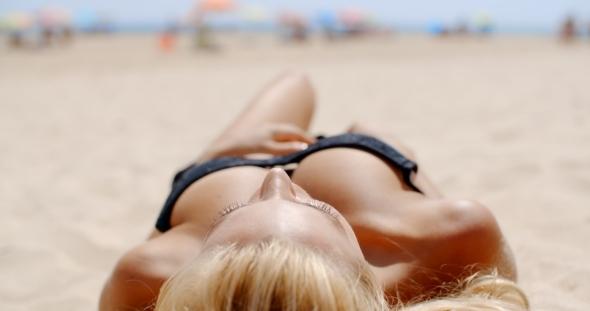 ผลการค้นหารูปภาพสำหรับ sexy on the beach