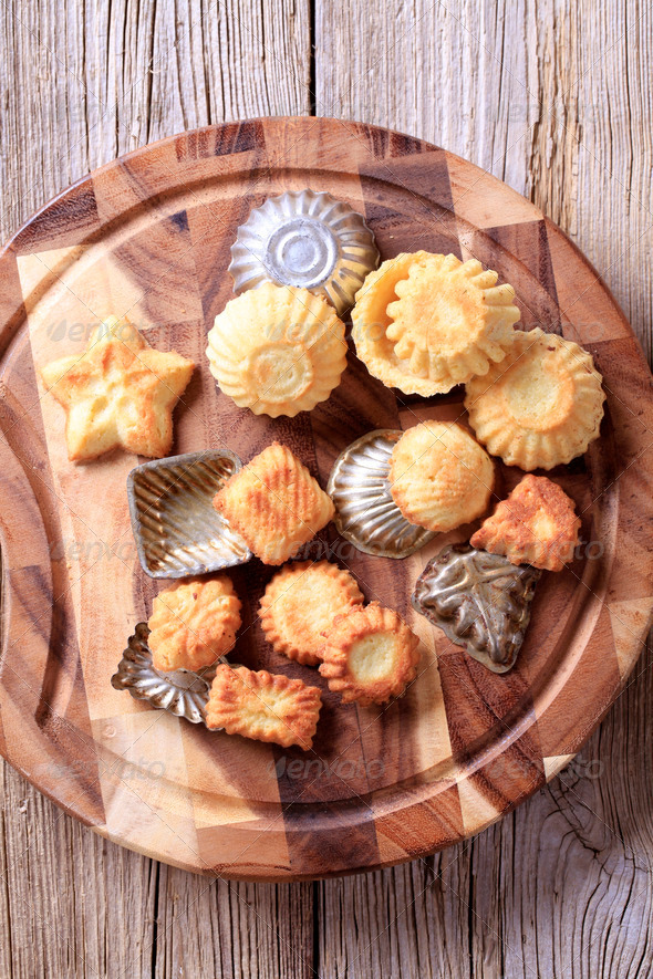 Tart shells and baking pans - Stock Photo - Images