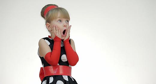 Kid girl posing in a studio