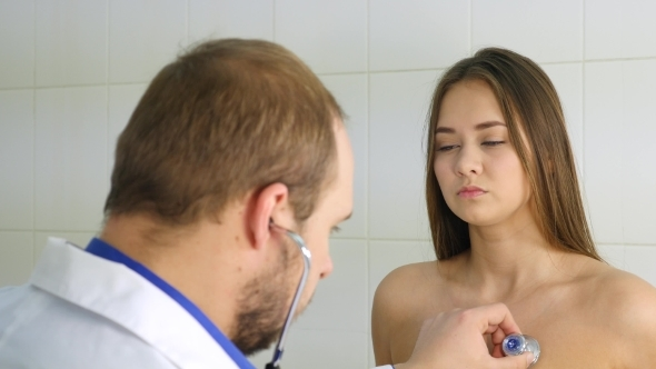 image Doctor and patient get to know each other better