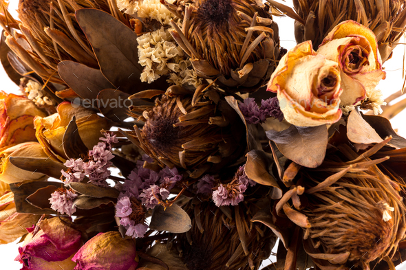 Decoration of dried flowers - roses