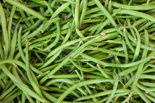 Fresh green beans on display at an Italian farmers' market - Stock Photo - Images