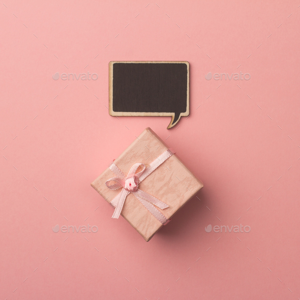 Concept little gift box with wooden speech bubble for messages o - Stock Photo - Images