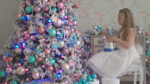play preview video - Decorating A Small White Christmas Tree