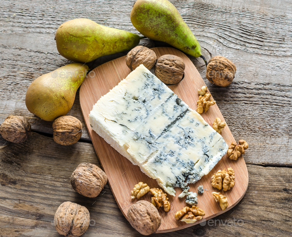 Blue cheese with pears and walnuts - Stock Photo - Images