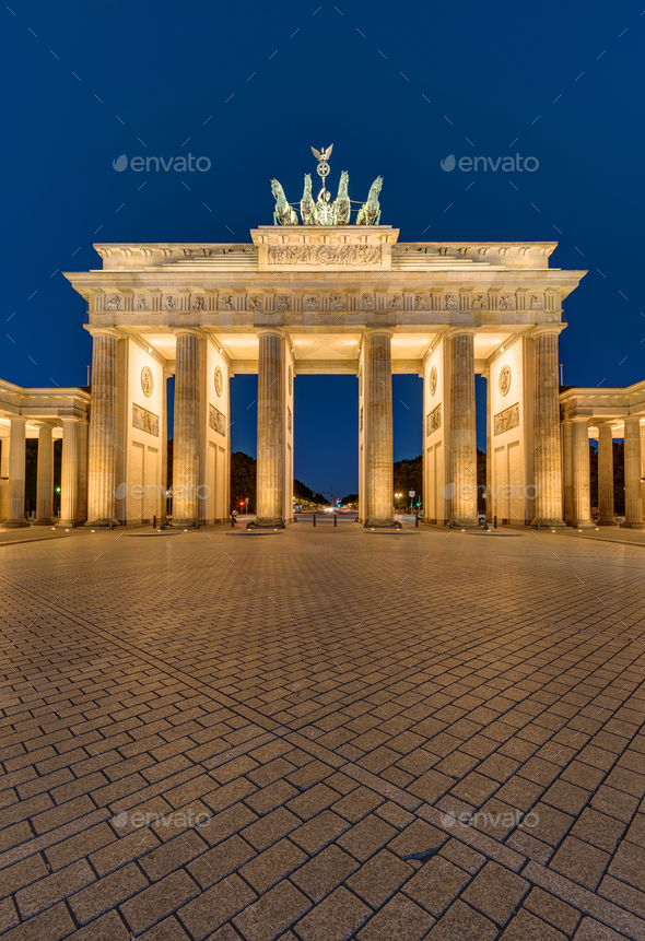 The Brandenburger Tor in Berlin at night - Stock Photo - Images