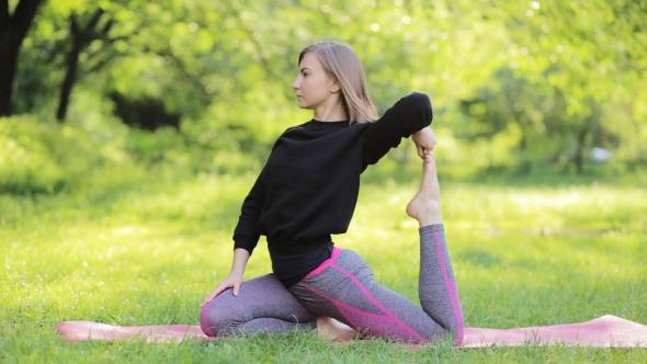 Hot women doing naked yoga-7260