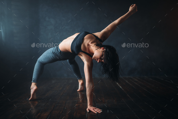 Contemp dancing female performer in dance class - Stock Photo - Images