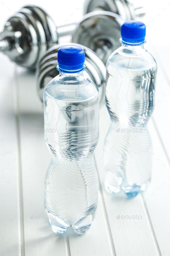 красивые картинки бутылка воды гантеля прориенце фургоны ульяновска