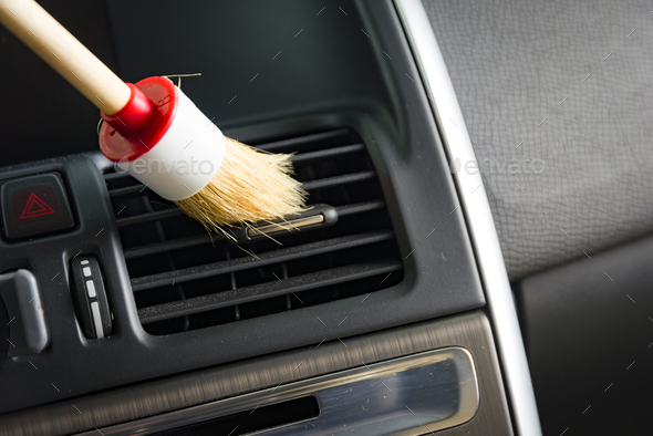 Brush cleaning car