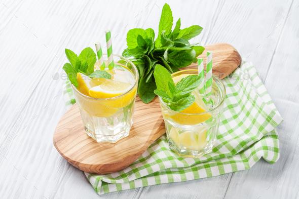 Lemonade with lemon, mint and ice