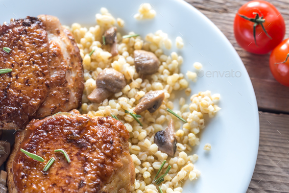 Spicy chicken with bulgur