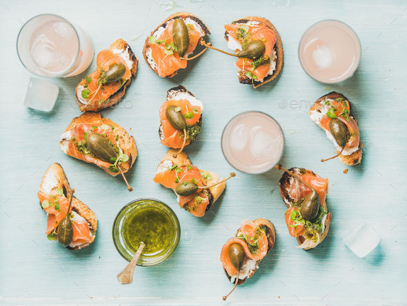 Crostini with smoked salmon and pink grapefruit cocktails, flat-lay - Stock Photo - Images