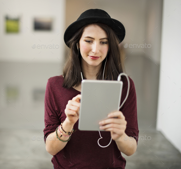 Woman listening to music from her tablet - Stock Photo - Images