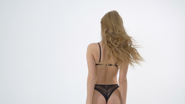 pics-of-blonde-ladies-in-underwear