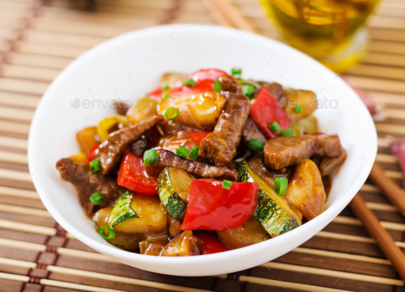 Stir fry beef, sweet peppers, zucchini and green apples - Stock Photo - Images