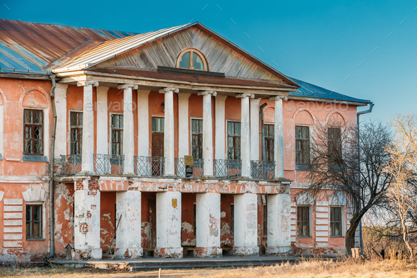 Khal'ch In Vetka District, Gomel Region, Belarus. Old Palace Man - Stock Photo - Images