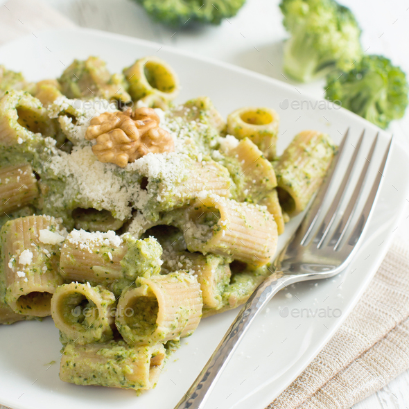 Wholegrain Pasta with broccoli and walnuts cream - Stock Photo - Images