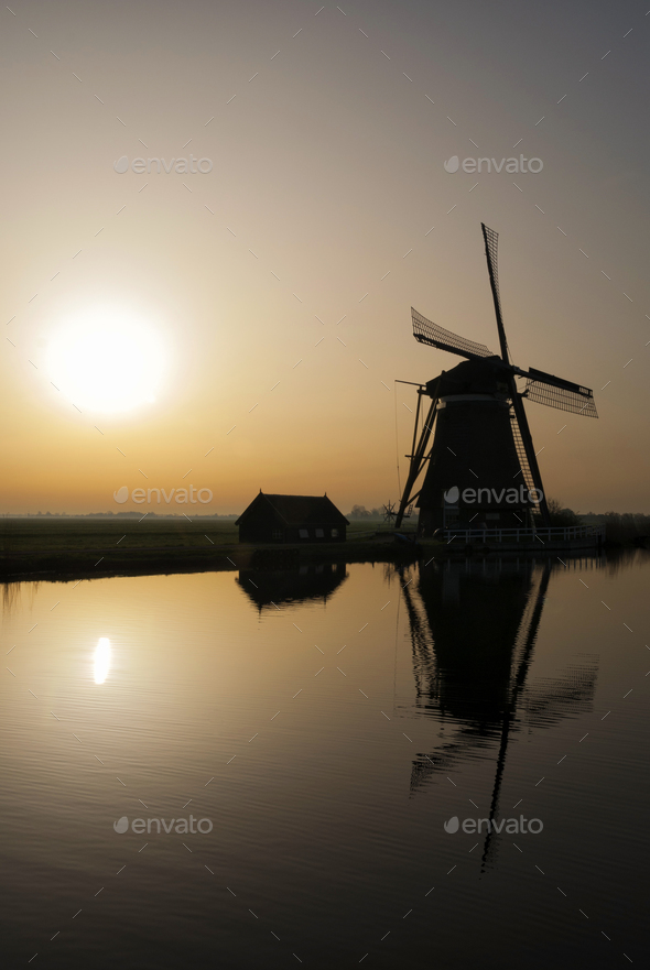 Achtkante mill in backlight - Stock Photo - Images