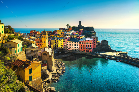 Vernazza village, aerial panoramic view. Cinque Terre, Ligury, I - Stock Photo - Images