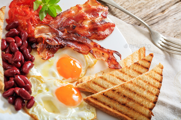 Fried eggs, bacon and red kidney beans - Stock Photo - Images