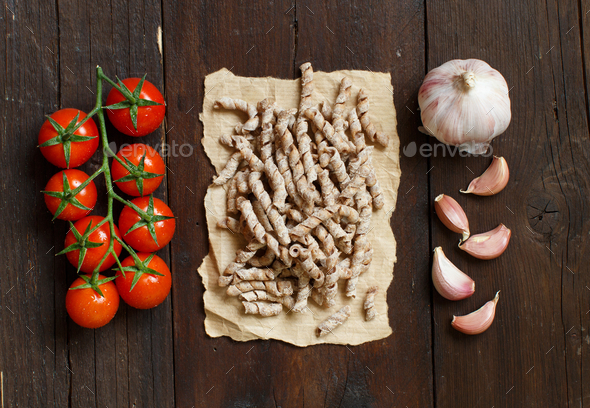 Whole wheat pasta, tomatoes and garlic - Stock Photo - Images