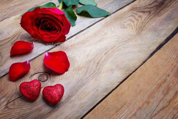 Valentines Day greeting card with red rose and glitter hearts, c - Stock Photo - Images