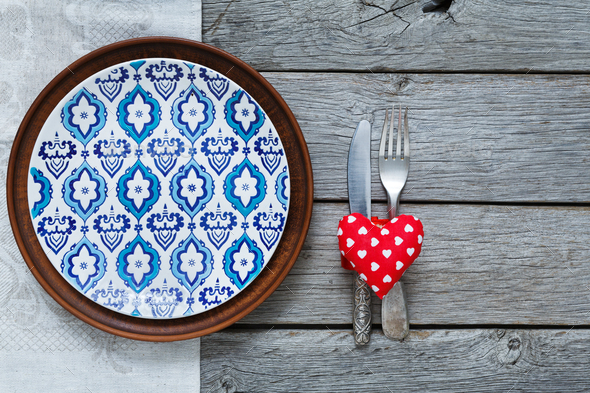 Valentine day background, cutlery, heart and plate with empty space - Stock Photo - Images