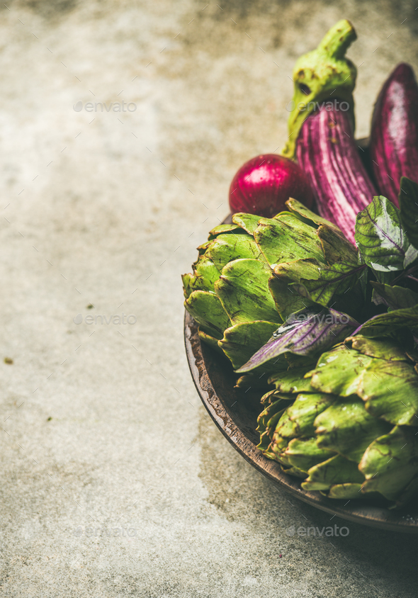 Flat-lay of green and purple vegetables on plate, copy space - Stock Photo - Images