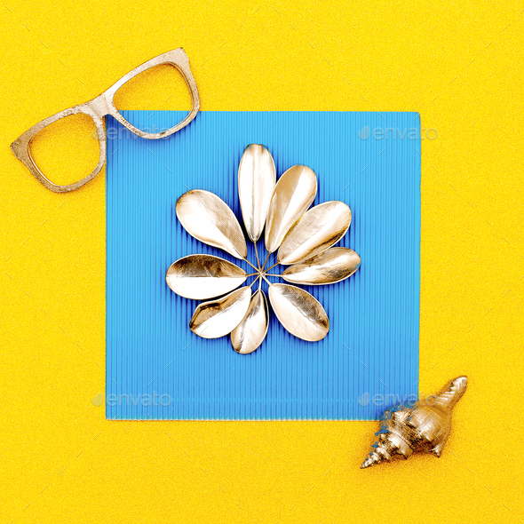 Summer vacation set. Glasses and shell - Stock Photo - Images