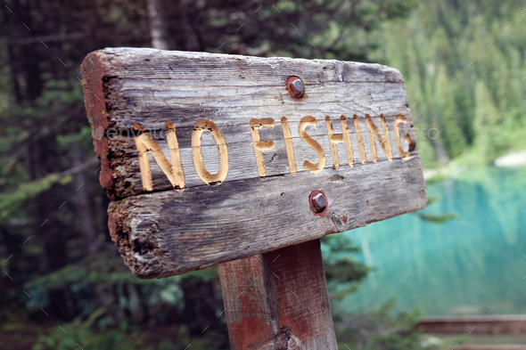 No fishing sign by lake - Stock Photo - Images