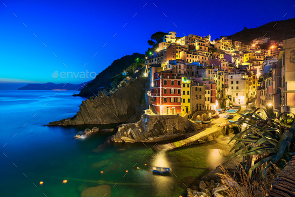 Riomaggiore village, rocks and sea at sunset. Cinque Terre, Ligu - Stock Photo - Images