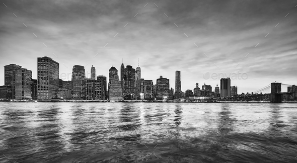 Panoramic picture of the Manhattan skyline at dusk, NYC. - Stock Photo - Images