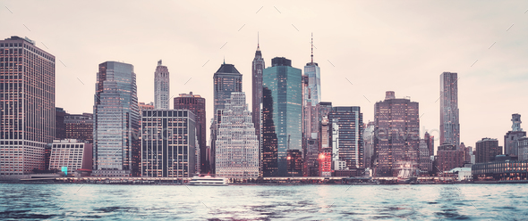 Panoramic picture of the Manhattan skyline at sunset, New York. - Stock Photo - Images