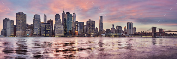 Purple sunset over Manhattan skyline, New York, USA. - Stock Photo - Images