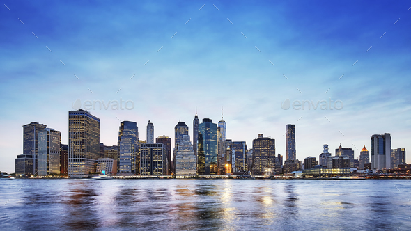 Panoramic picture of the Manhattan skyline at dusk, New York. - Stock Photo - Images