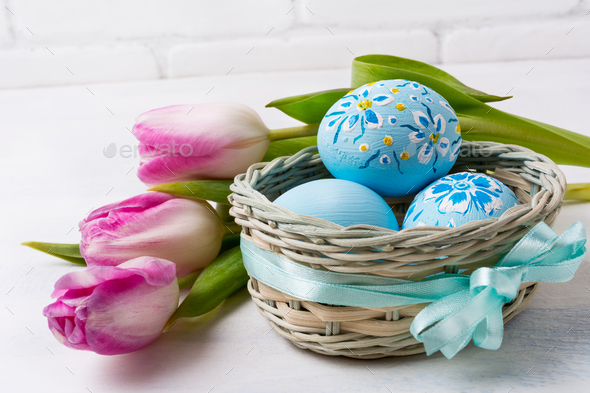 Happy Easter greeting with blue floral drcorated eggs in the wic - Stock Photo - Images