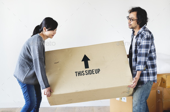 Asian coupl emoving to new house - Stock Photo - Images
