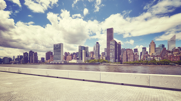 Manhattan skyline seen from the Roosevelt Island, NYC. - Stock Photo - Images