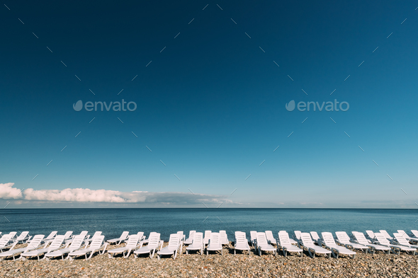 Many Sun Loungers By The Sea. Chaise-longues, Chaise Longue On B - Stock Photo - Images