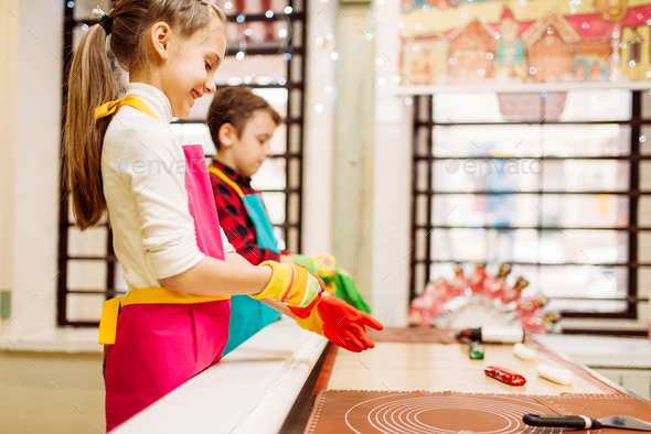 Children at pastry shop learn to make caramel - Stock Photo - Images