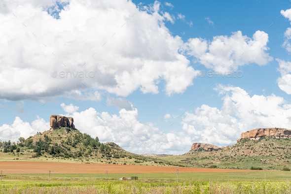 Farm landscape with typical sandstone hills between Ficksburg and Fouriesburg - Stock Photo - Images