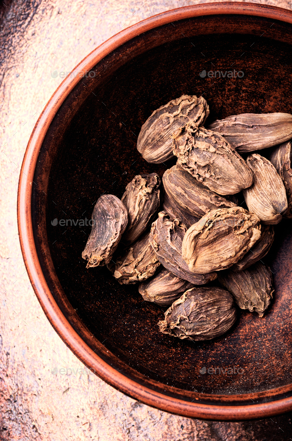 Raw organic cardamom pods - Stock Photo - Images