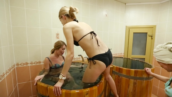 girls Steam room