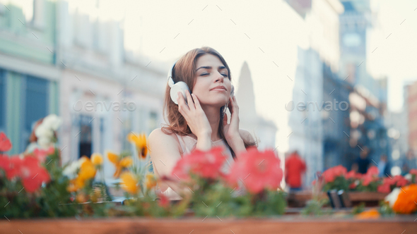 Young girl listen to music on headphones - Stock Photo - Images